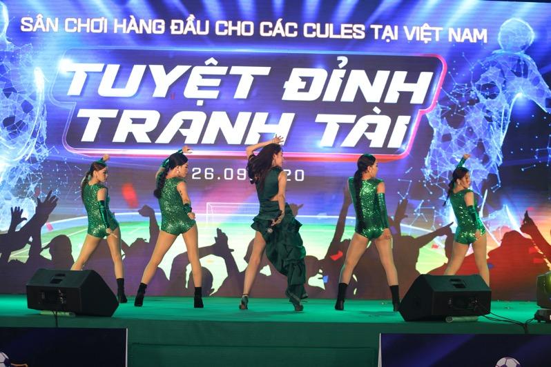 Thủy Tiên hát tại tuyệt đỉnh tranh tài FCB88