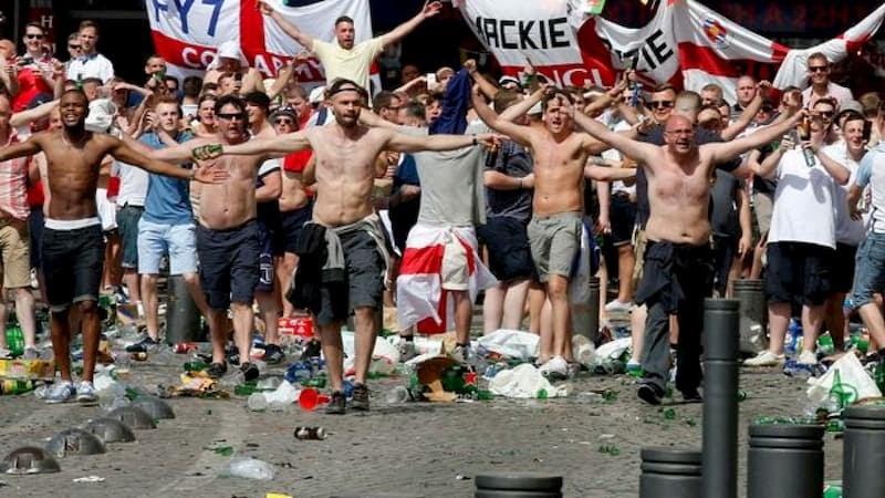 """Hooligan là gì? Giải mã tâm lý """"hooligan"""" của các cổ động viên bóng đá -  FCB88"""